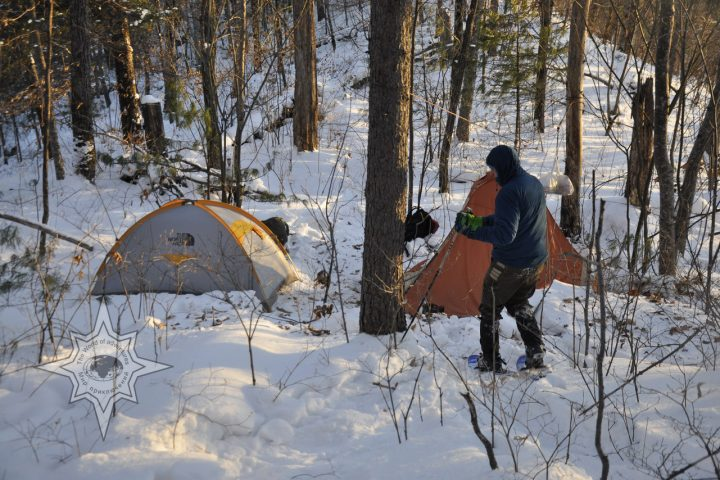походы и прогулки на снегоступах, зимние путешествия