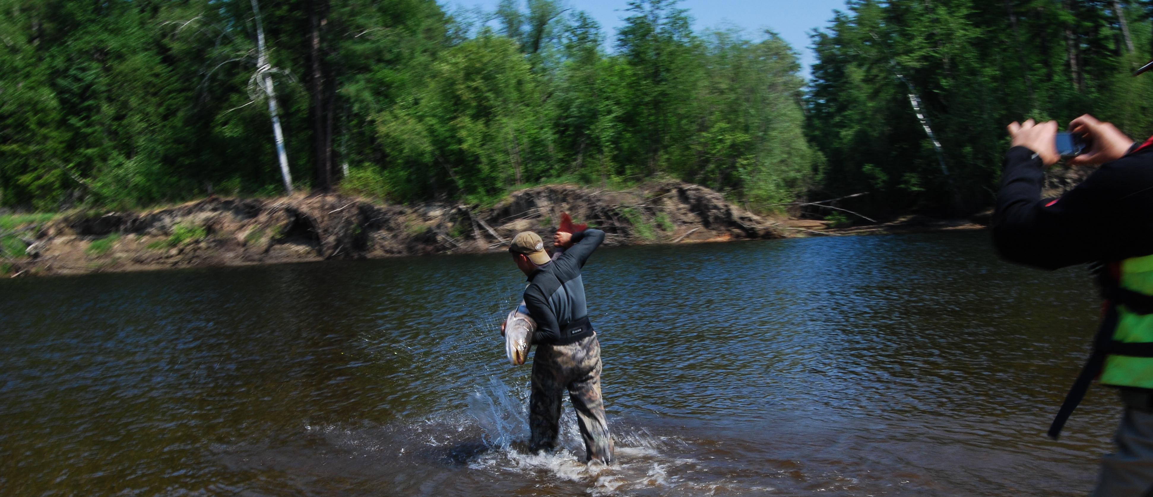 Рыболовный сплав за тайменем по реке Уда
