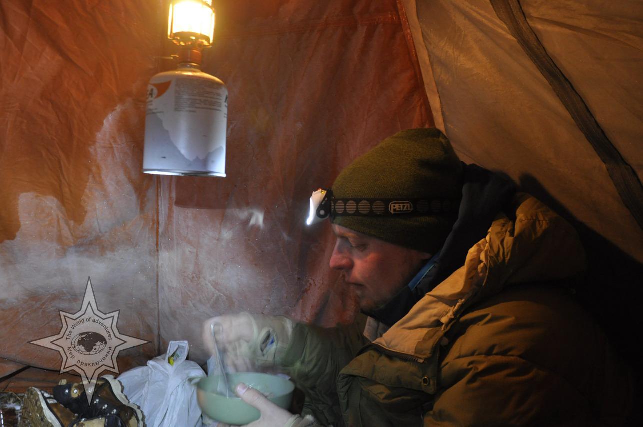 В зимней палатке