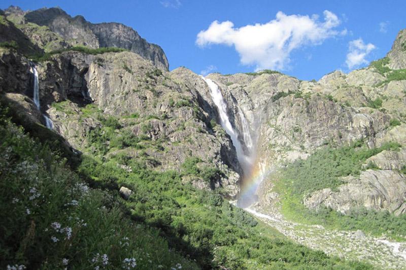 Водопад перед ледником Ушбы