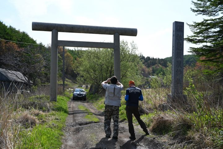 Ворота тори - дорога ведущая к руинам храма